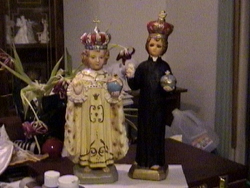 Infant Jesus King and Priest000